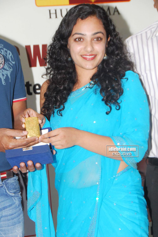 Nithya Menon latest hot navel show photos in saree « Hot Malayalam ...