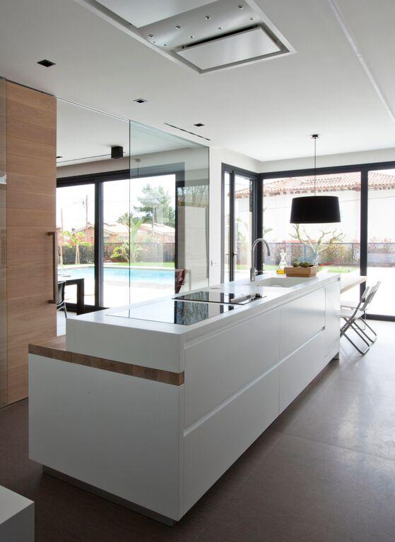 Una cocina sociable y discreta en primer plano   cocinas con estilo