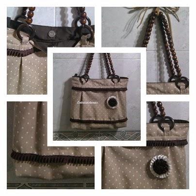 Bolso de tela marron con asa de madera. Entrecosturas accesorios artesanales