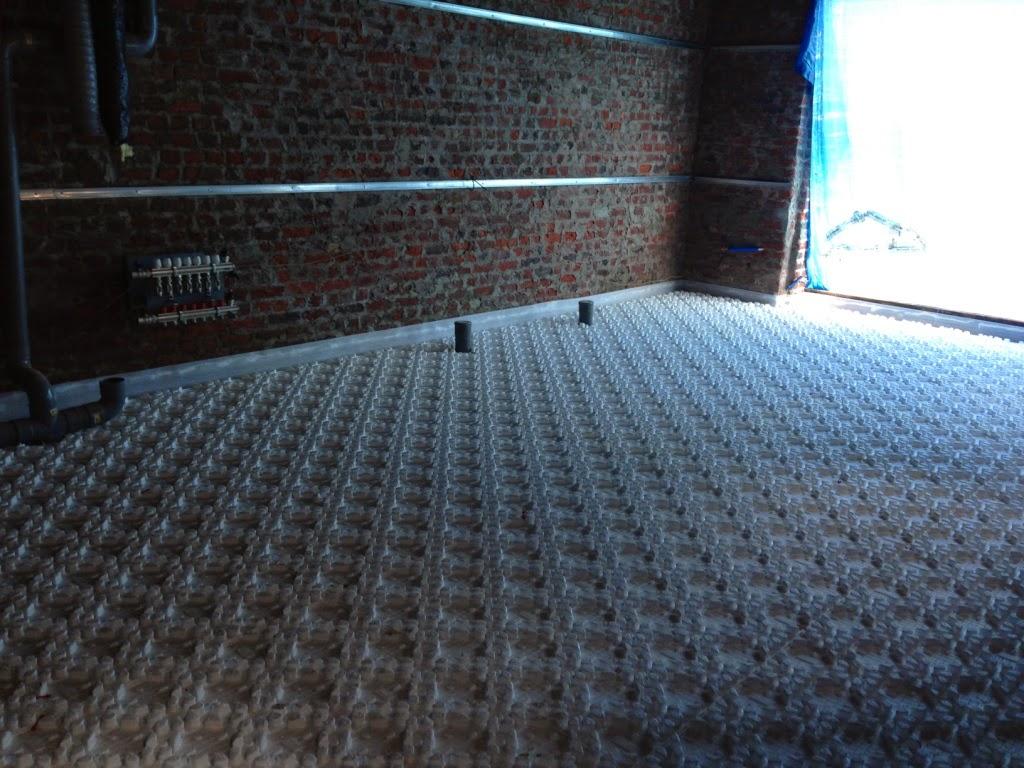 la pose du plancher chauffant. Black Bedroom Furniture Sets. Home Design Ideas