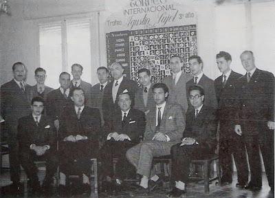 Participantes y organizadores del Torneo Internacional de Ajedrez Tarragona 1954