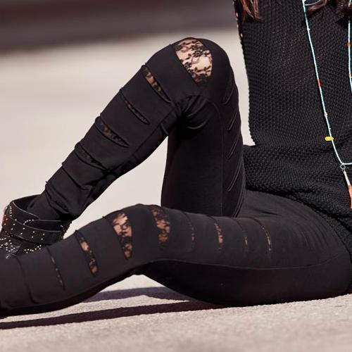 Fekete rongyos leggings csipkeharisnyával