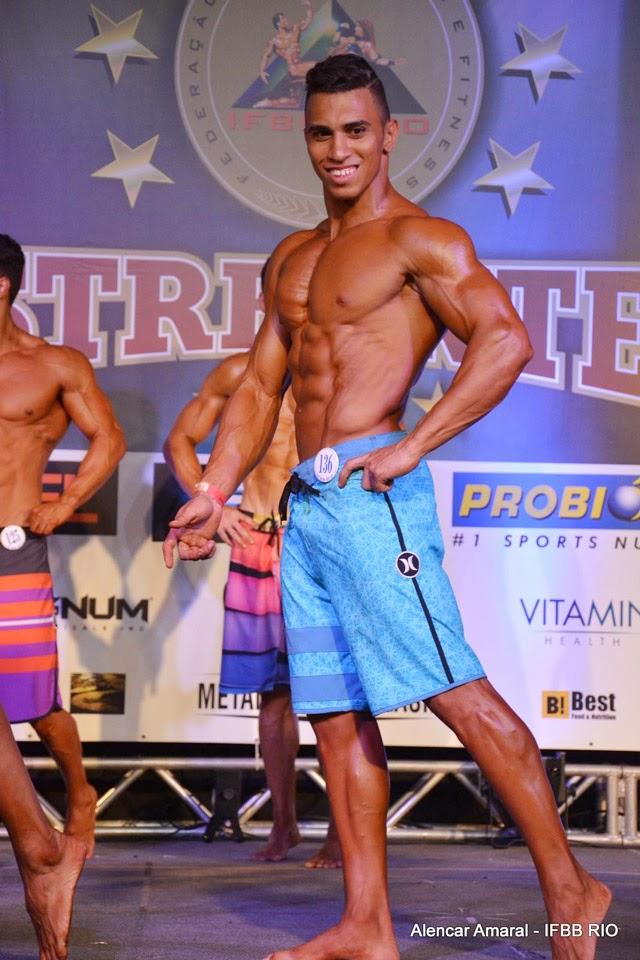 William Chaves se apresentou no palco do Campeonato Estreantes 2015 da IFBB Rio com 76 kg. Foto: Alencar Amaral