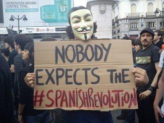 Jovens espanhóis concentram-se em Pequim em solidariedade com movimento 15M