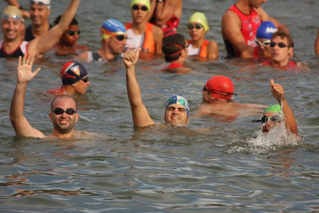 tres nadadores