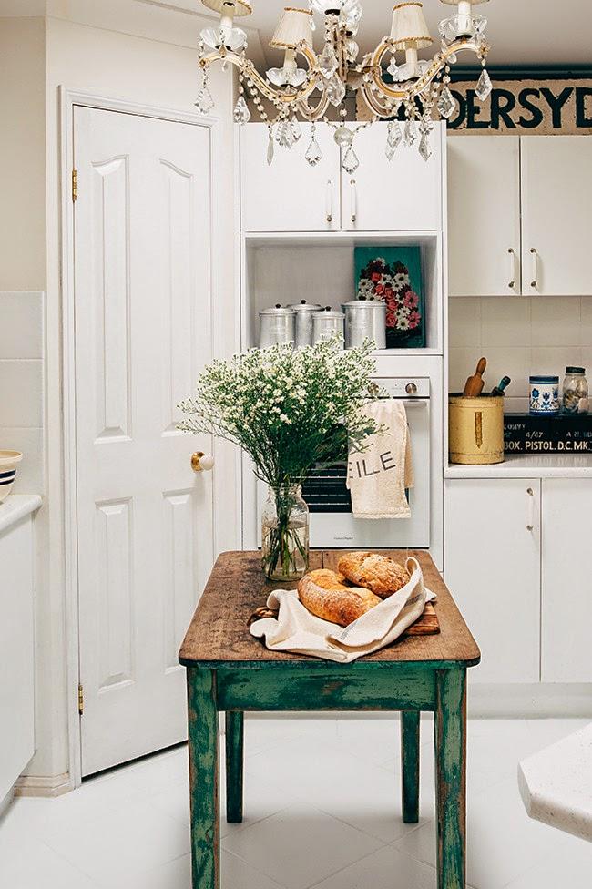 wystrój wnętrz, wnętrza, mieszkanie, dom, home, decor, aranżacje,shabby chic, vintage, meble, ratanowy fotel, kuchnia