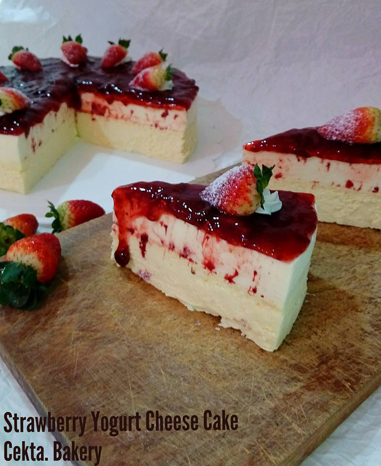 STRAWBERRY YOGURT CHEESE CAKE