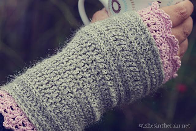 lacy crochet wrist warmer/fingerless glove/fingerless mitts - www.wishesintherain.net