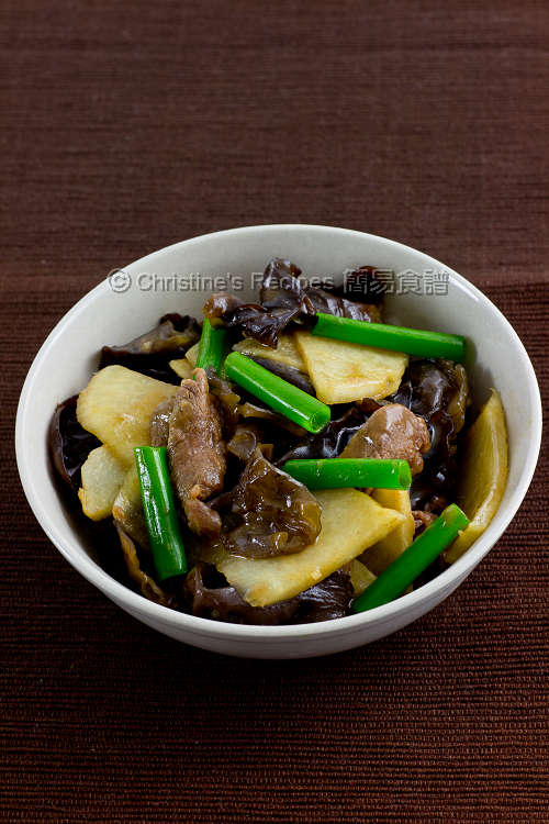 Stir-Fried Yam Bean with Beef and Cloud Ears01