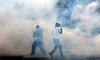 اضرار الغازات القاتلة المسماة مسيلة للدموع