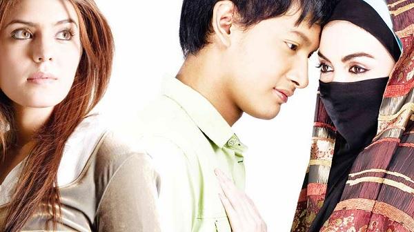 Benarkah Pelakon Utama Wanita Filem Ayat-ayat Cinta Sudah Murtad ?!