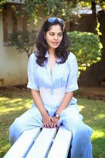 Actress Bindhu Madhavi Latest Picture Gallery at Tamiluku En Ondrai Aluthavum Interview 007