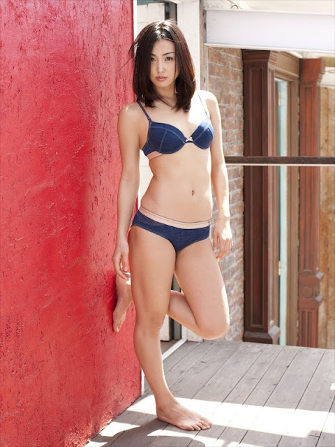 Minase Yashiro sexy in lingerie fashion