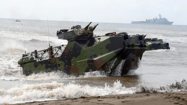 Marinir TNI AL dan Marinir AS Menyerbu Musuh di Pantai Situbondo
