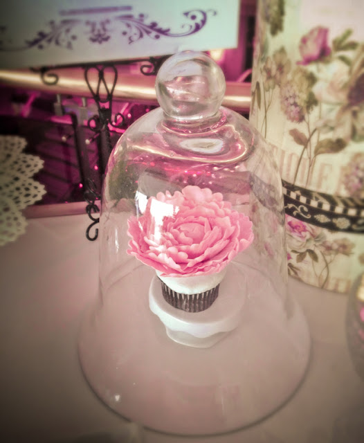 montreal vintage sweet table peony cupcake