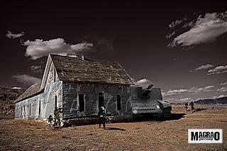 Guerra-photoshop-montagem-surreal-deserto-armado