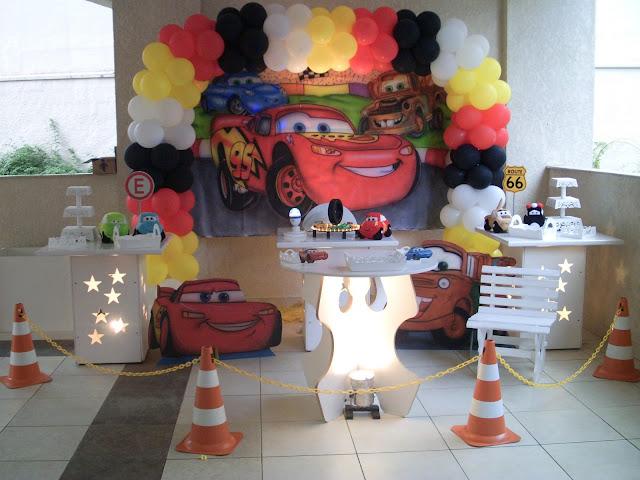 decoração infantil com mesa provençal -  Carros