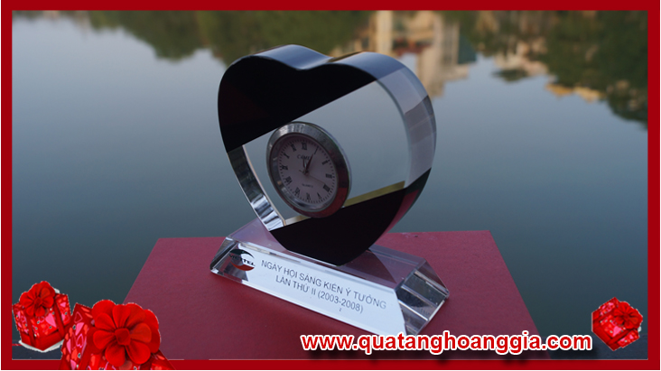 Đồng hồ để bàn pha lê trái tim nhỏ