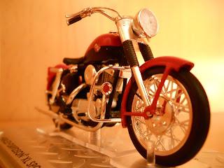 reproducción de la Harley-Davidson 883 XL Sportster año 1957