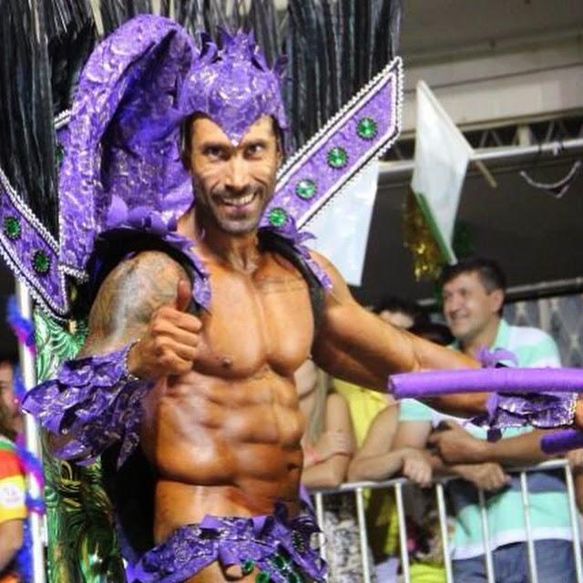 Pé Zambom desfila de bruxo pela escola de samba Aliança no carnaval de Joaçaba. Foto: Arquivo pessoal