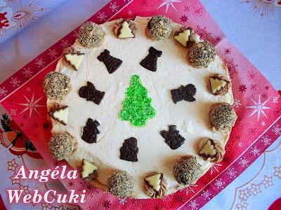 Tejszínes karácsonyi torta, étcsokoládés és fehér csokoládés tejszínkrémmel.