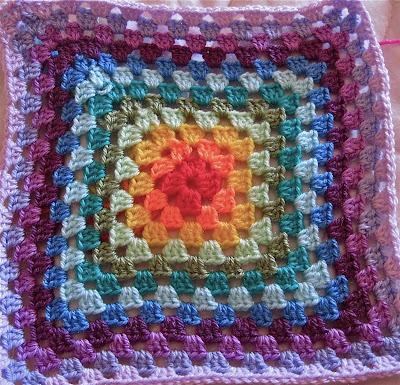 Mandala granny, il cuscino con l'uncinetto