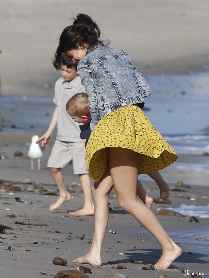 Selena Gomez with Justin Bieber's little brother and sister at