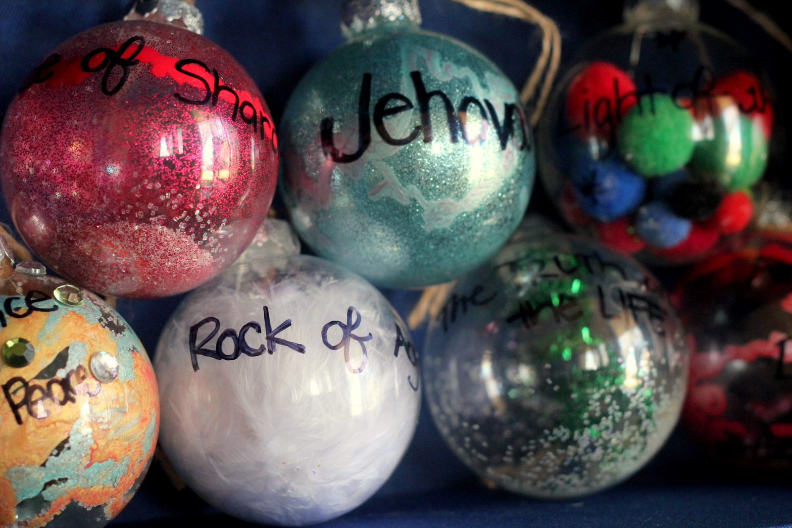 Making christmas ornaments with crayons - To Make Our Ornaments First We Found A List Of Jesus S Names Here The List Also Includes Biblical References So That We Can Look Up The Passages Each
