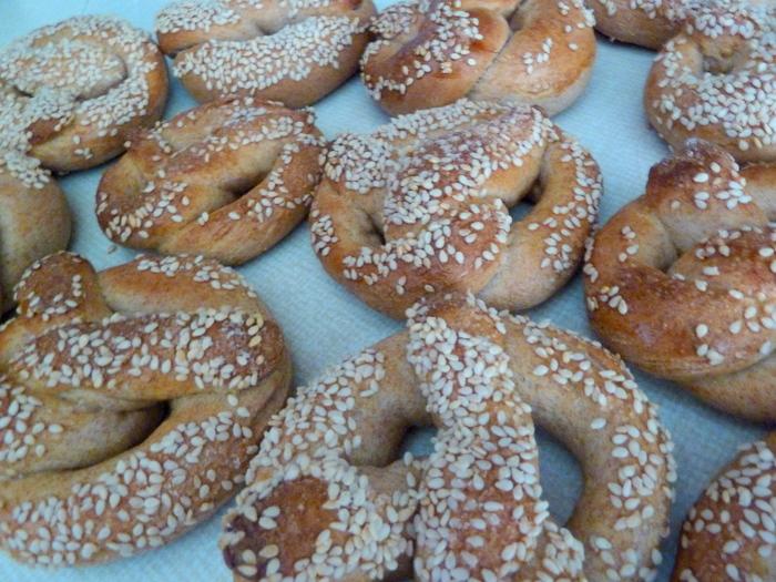 Sesame pretzels