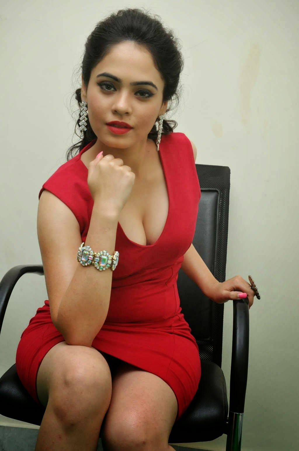 Malobika Banerjee Hot Cleavage Sexy Thighs Photos
