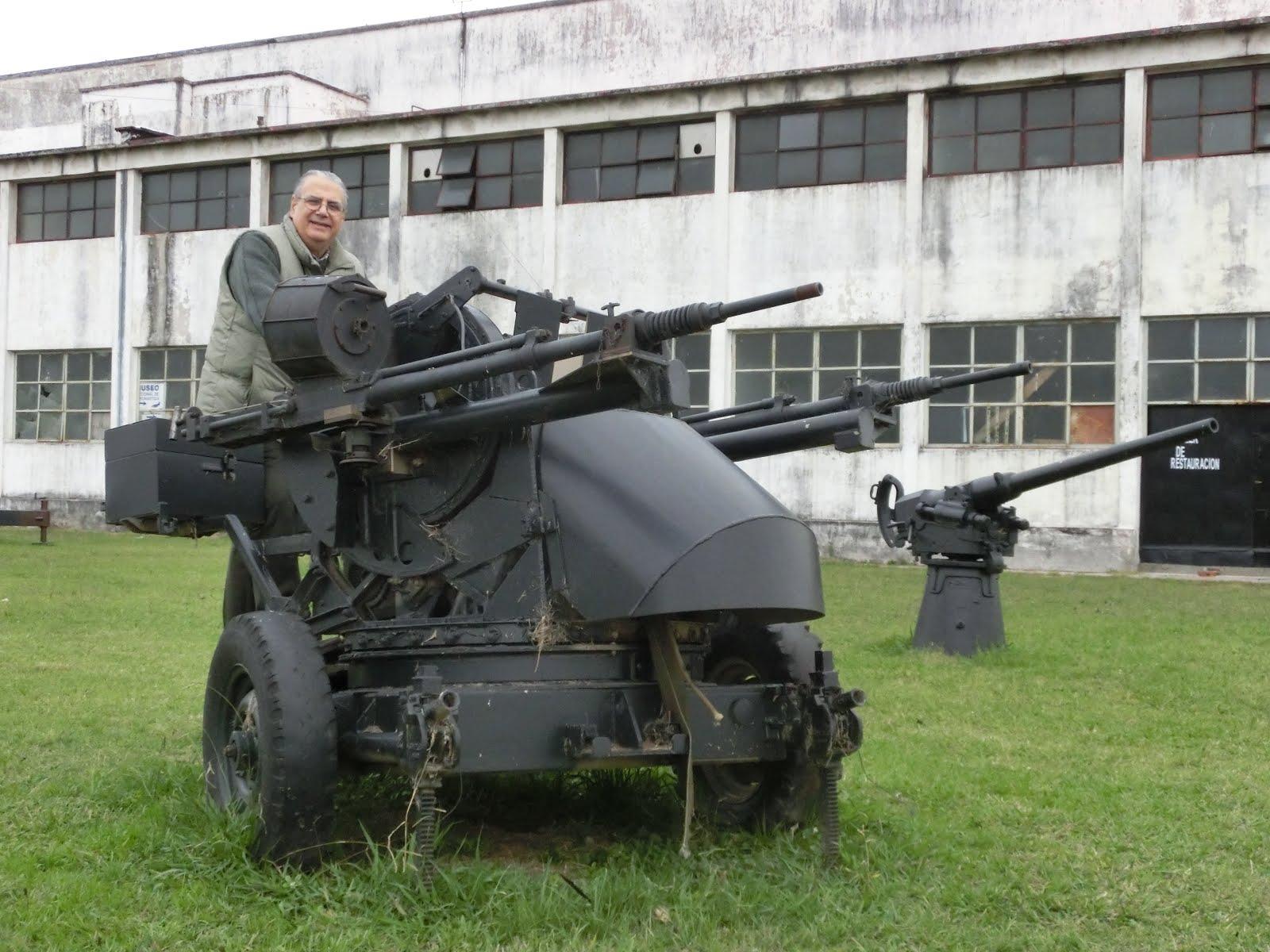 Con la defensa antiaérea (Museo Aeronáutico)