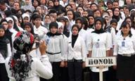 DPR mendesak pemerintah untuk segera mengangkat seluruh honorer K2 jadi CPNS