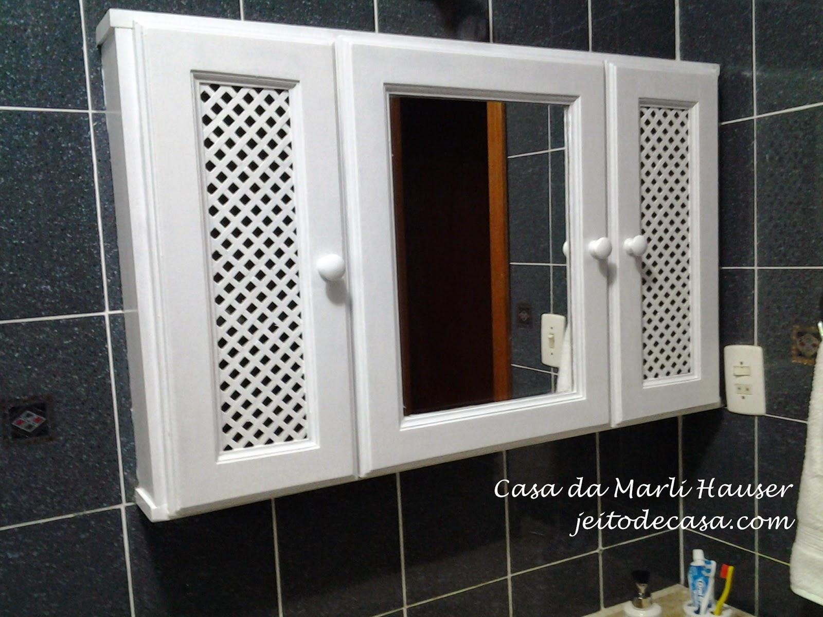 Pintura nos armários do banheiro antes e depois!! Jeito de Casa  #693A17 1600x1200 Armario Banheiro Antigo