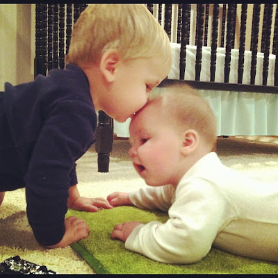 Cute little baby Kids pictures of kids Love and kissing to Download