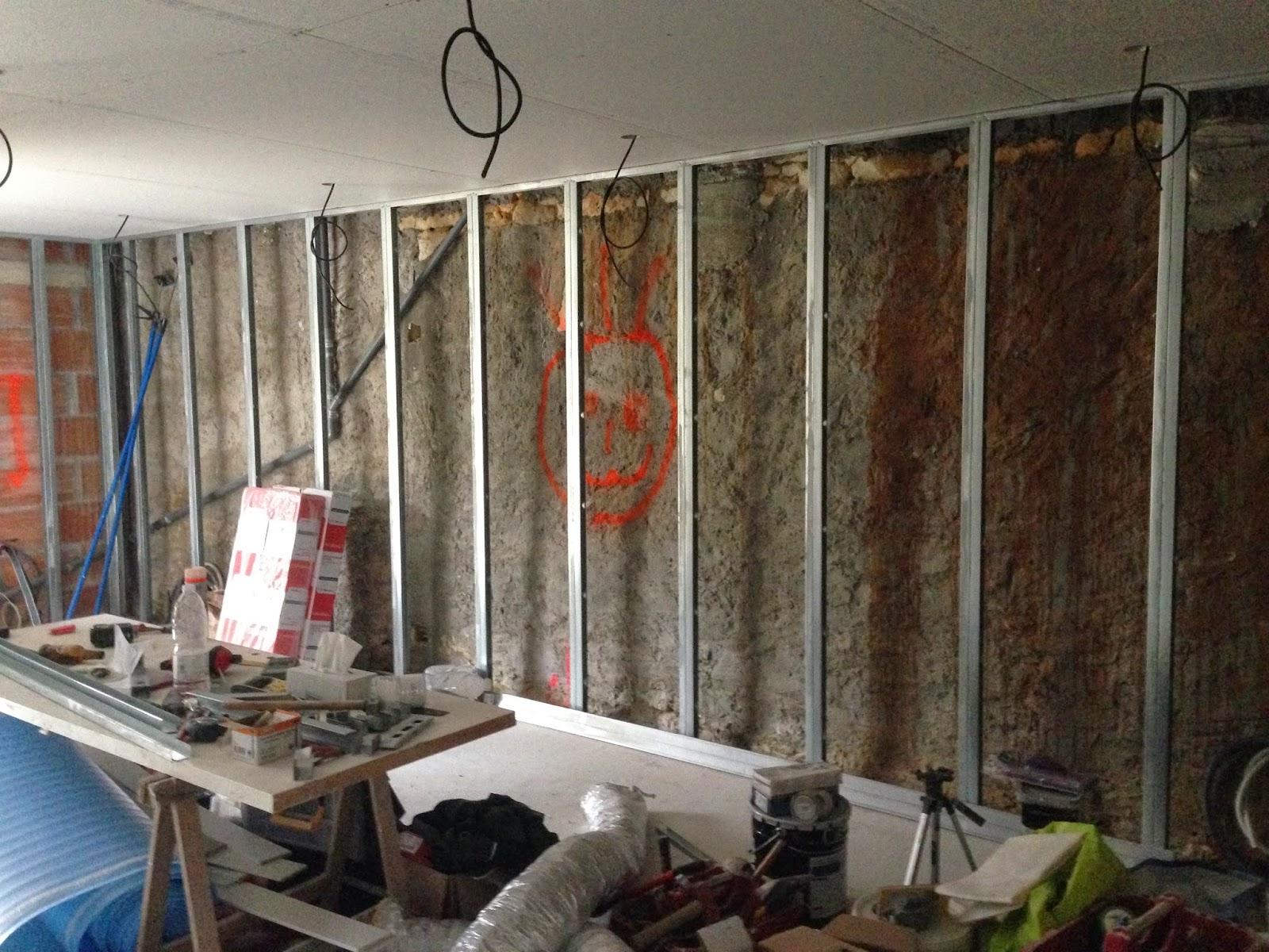 Notre projet salon salle manger suspentes fourrures for Fenetre carreaux de verre