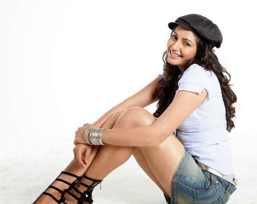 Ragini Dwivedi Hot Boobs Show -