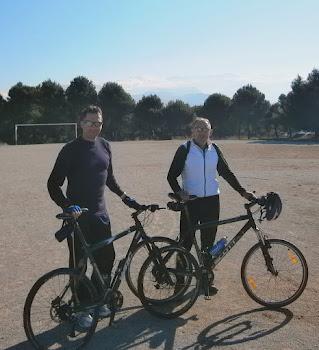 Llano de la Perdiz.25.12.11-subiendo como una moto mi amigo Félix.-Granada-