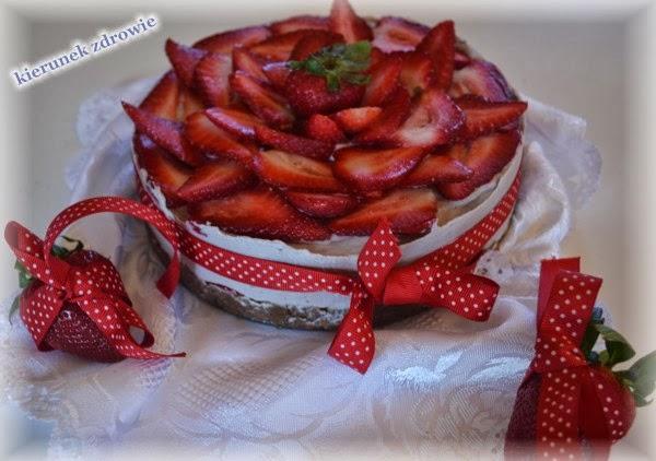 Tort truskawkowy - RAW