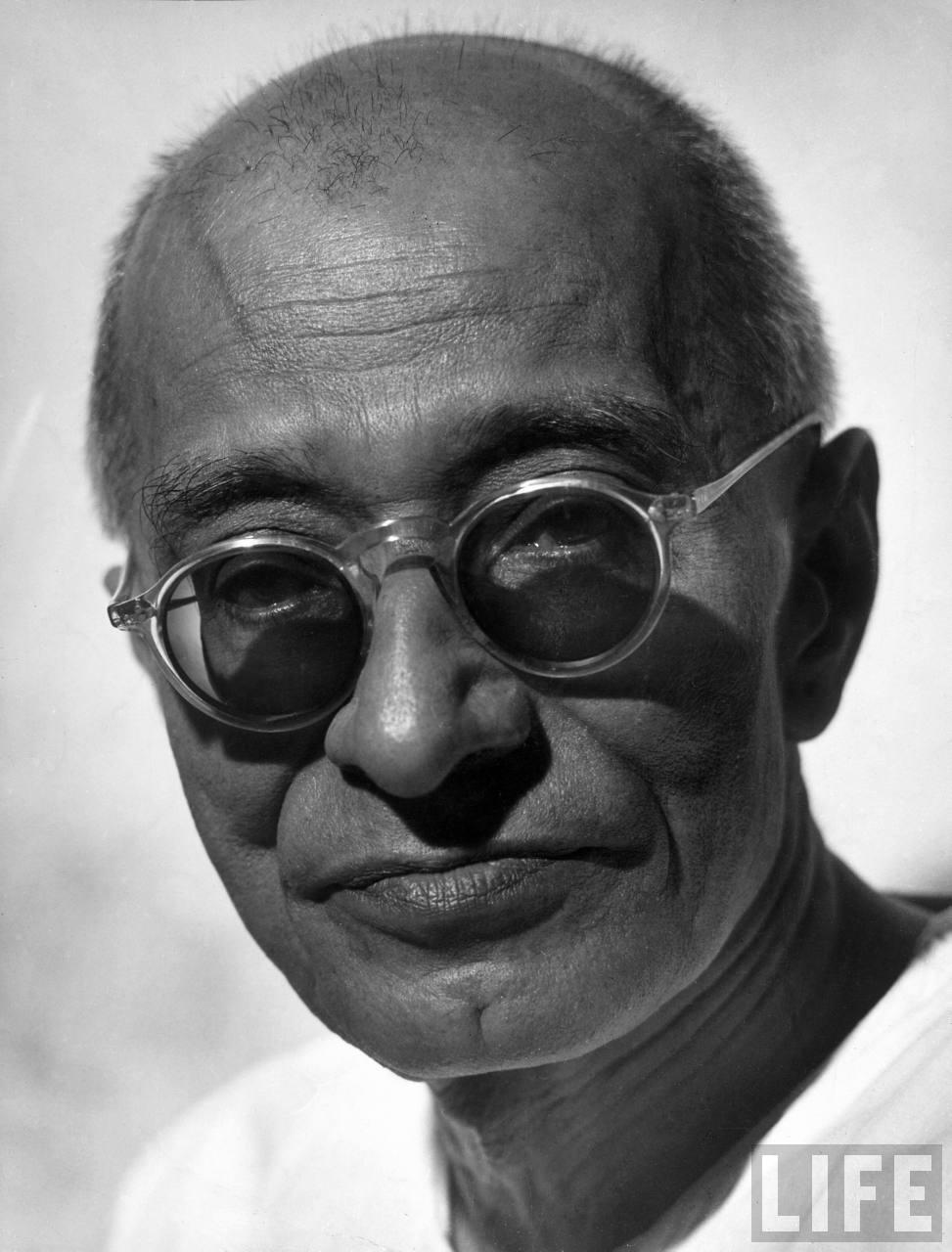 Chakravarti Rajagopalachari Wikipedia >> Portrait of Chakravarti Rajagopalachari - 1946 - Old Indian Photos