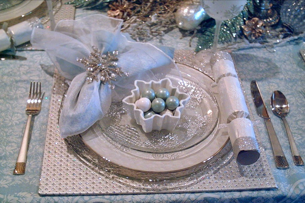 My Inspiration For This Tablescape Was My Blue And Cream Woven Damask  Tablecloth From Martha Stewart. Woven Into The Design Are Many Snowflakes.