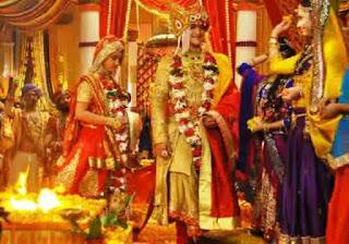 Prosesi Pernikahan Mahaputra Dan Ajabde Saat Mengeliling Api Suci