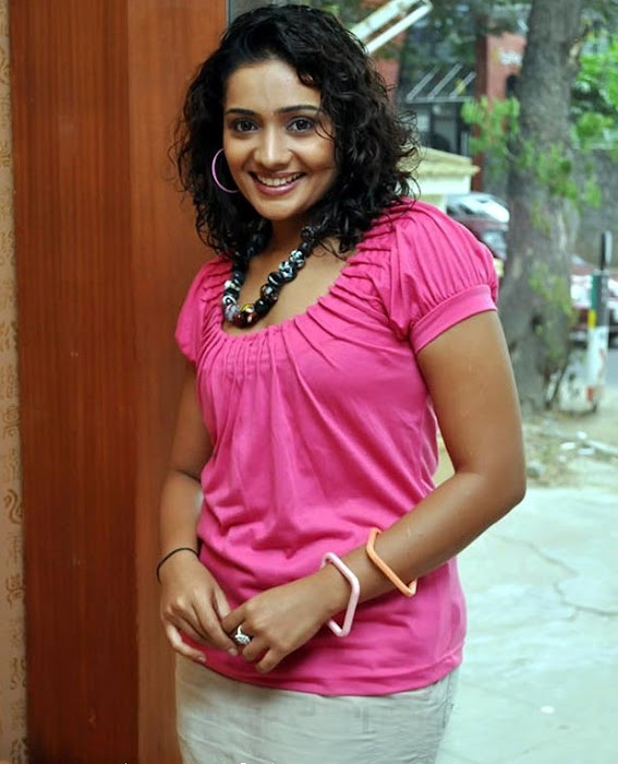 meera vasudevan in mini spicy latest photos