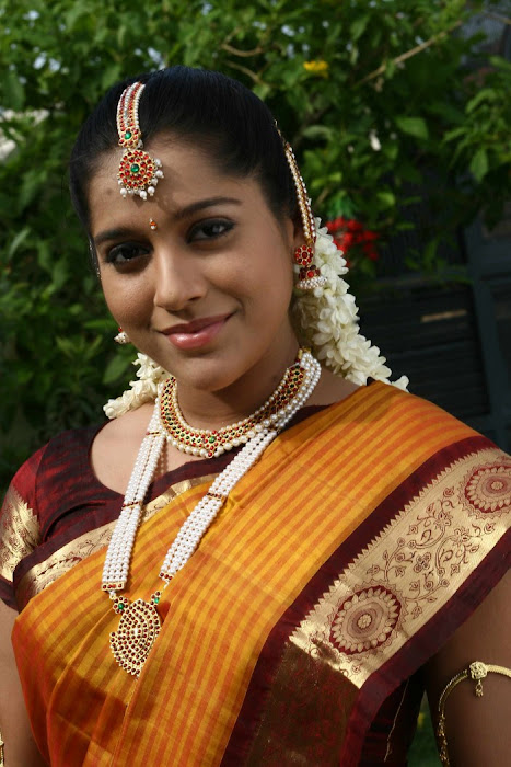 rashmi gautham tight saree girls