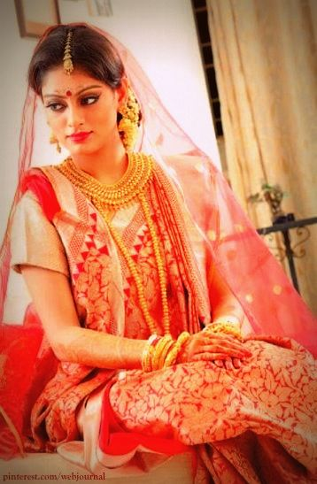 Bengali Brides in Banarasi Saree