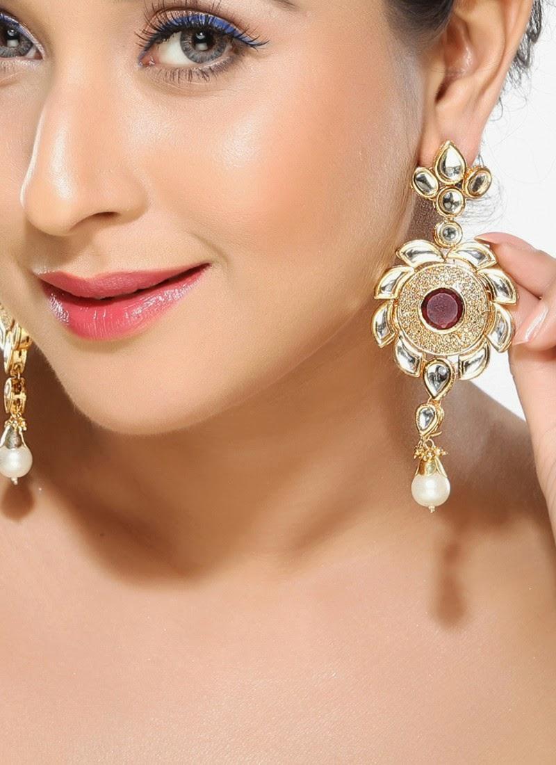 Amazing New Designs Of Diamond Earrings 2014 For Women 009  Stylish Pie