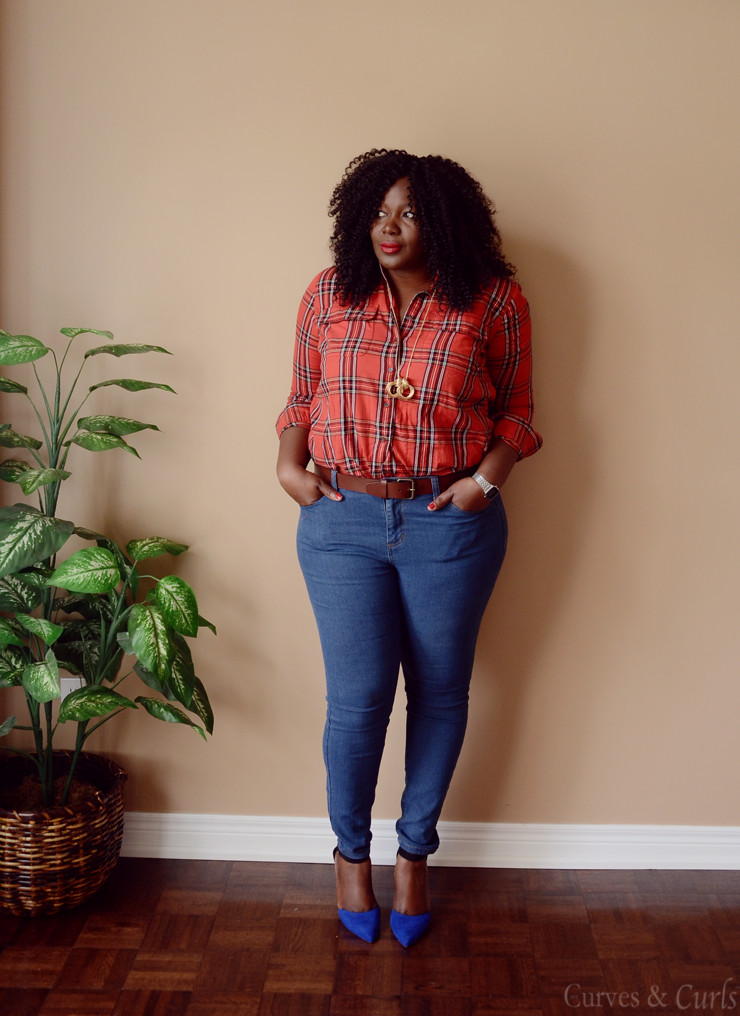 Plus size fashion for women: Easy way to wear your plaid shirt.#Assacisse #plaid #tartan