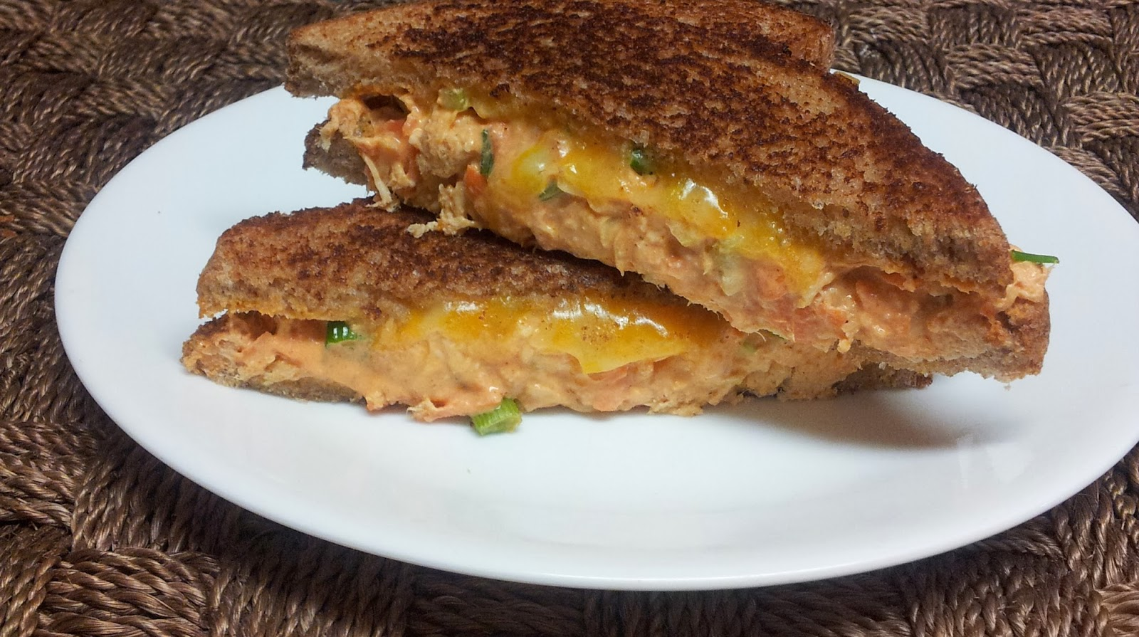 Healthy & Low Calorie: Buffalo Chicken Grilled Cheese Sandwich
