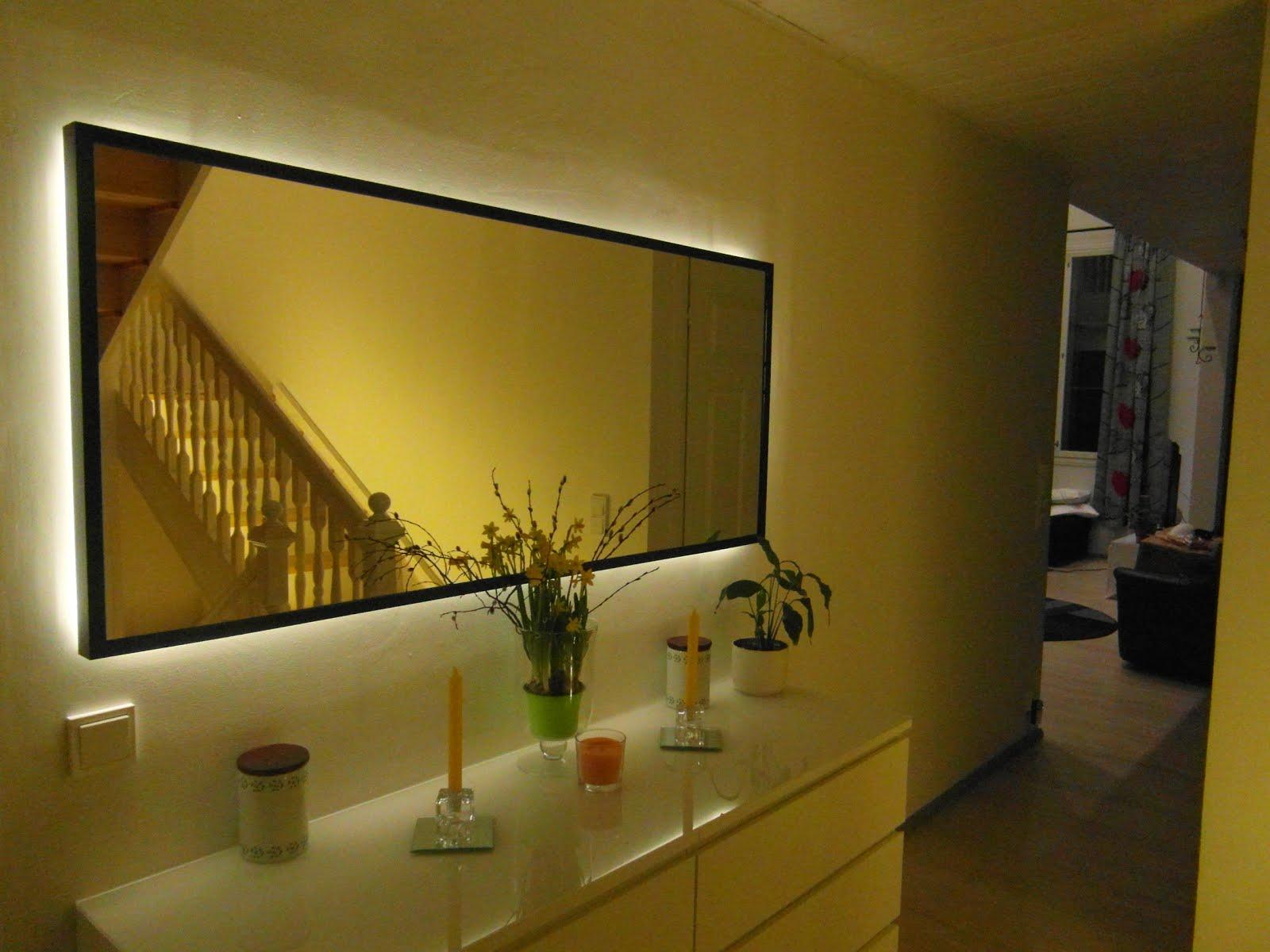Eteisen peili LED-taustalla