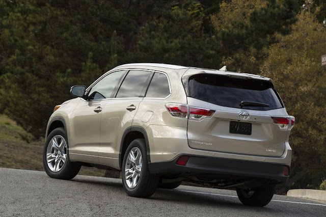 2015 Toyota Highlander rear 3/4 view