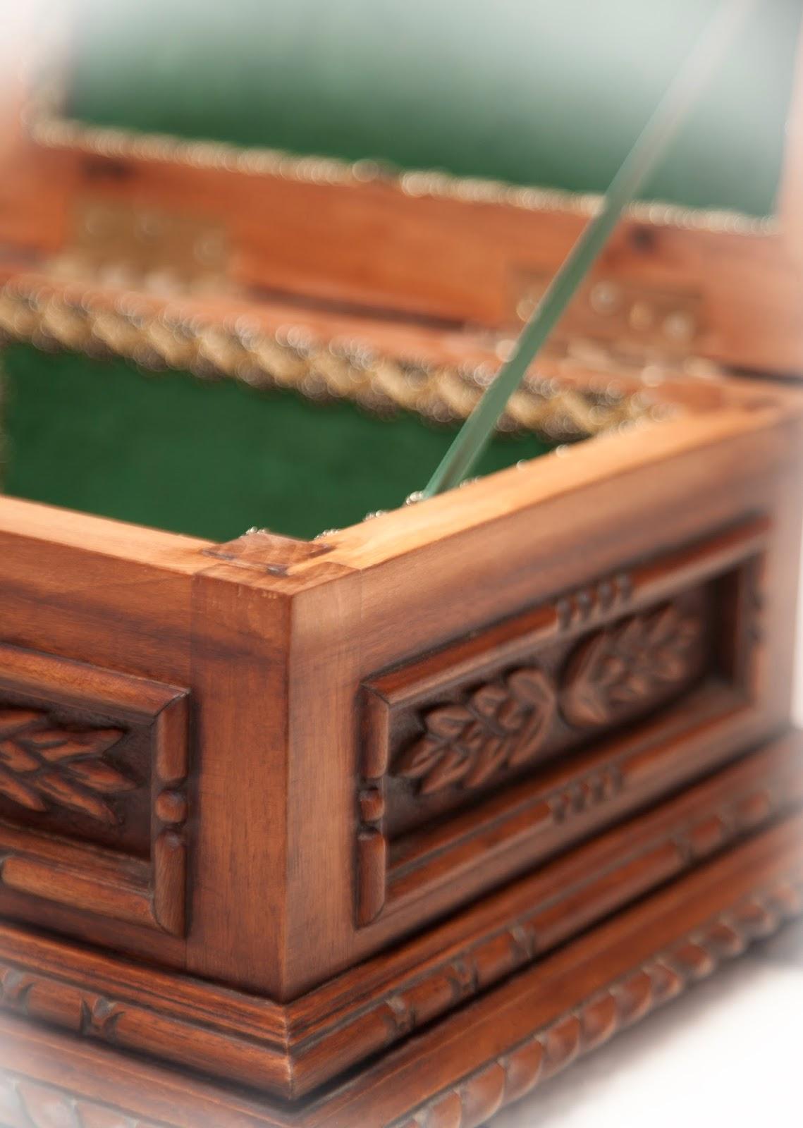 Carpinter a art stica ligno stylo cofre tallado for Madera para tejados de segunda mano